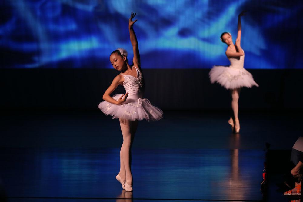 儿童芭蕾什么时候开始学 学芭蕾舞注意事项_单色舞蹈