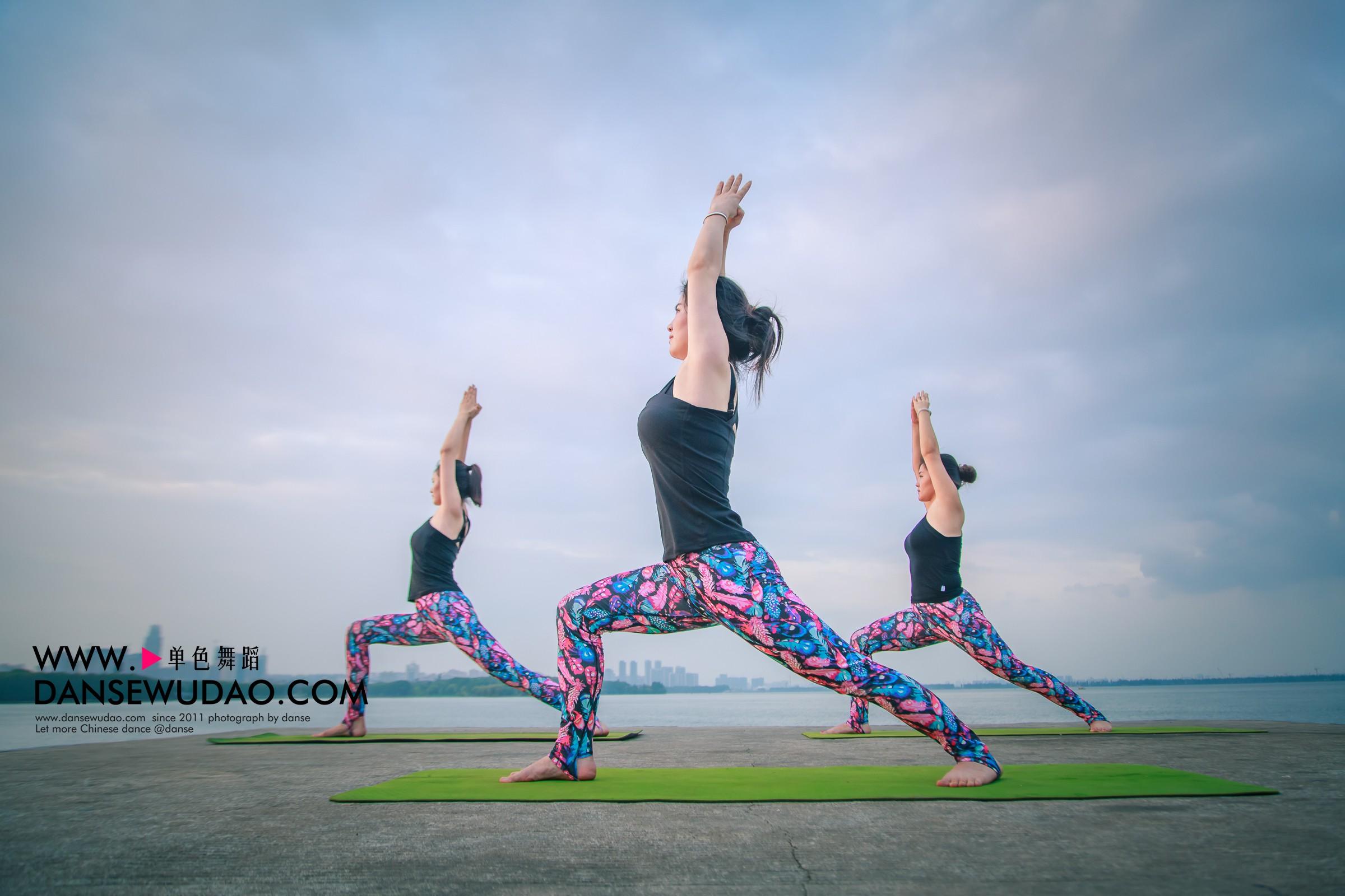13招丰胸瑜伽告别飞机场 瑜伽教练培训